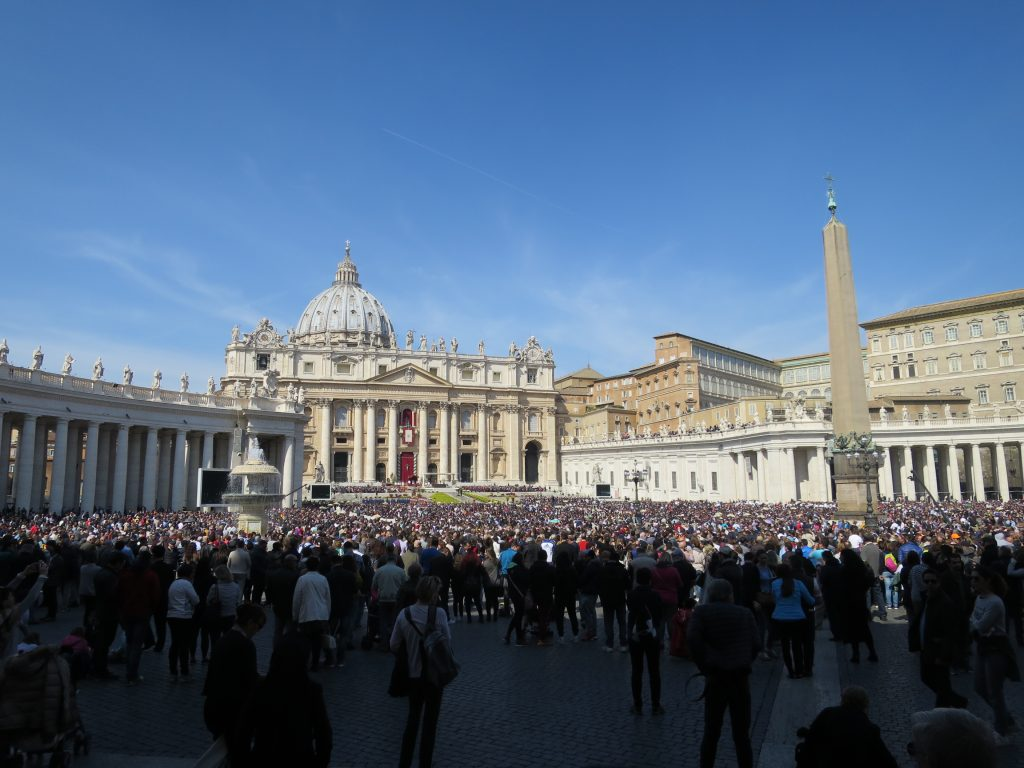 80,000 people await the Pope's Easter mass.