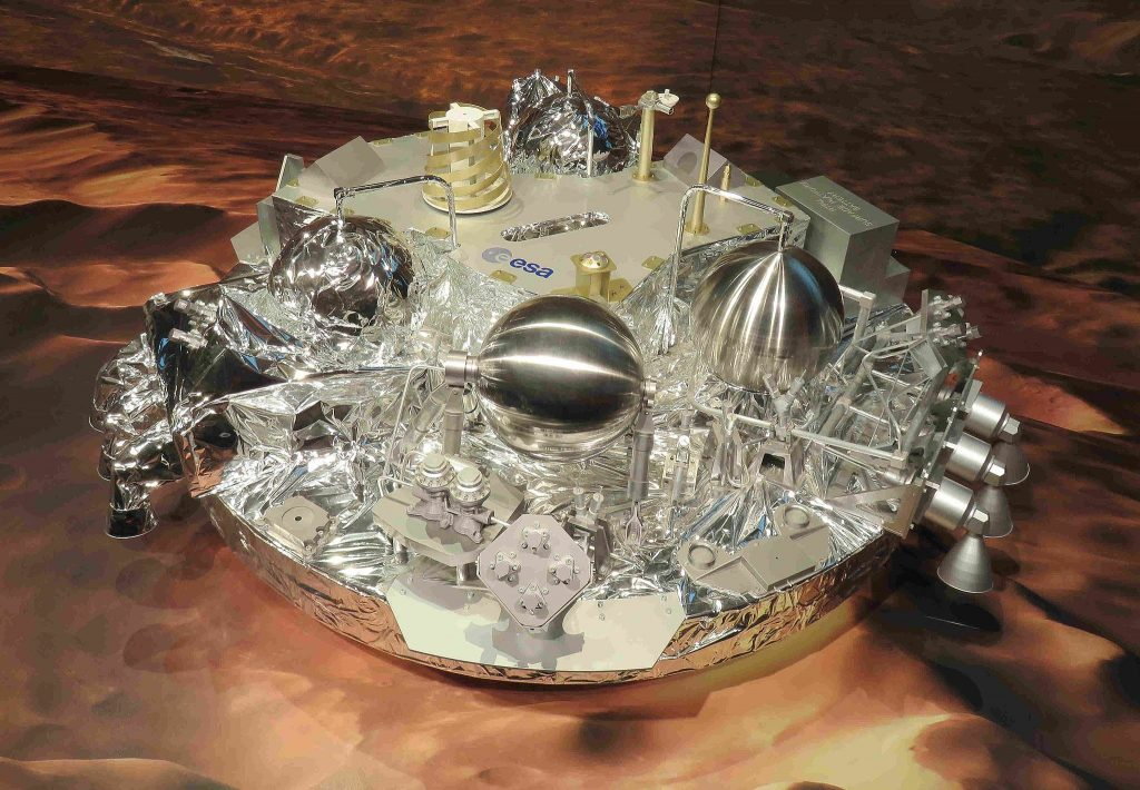 https://upload.wikimedia.org/wikipedia/commons/8/83/Schiaparelli_Lander_Model_at_ESOC.JPG