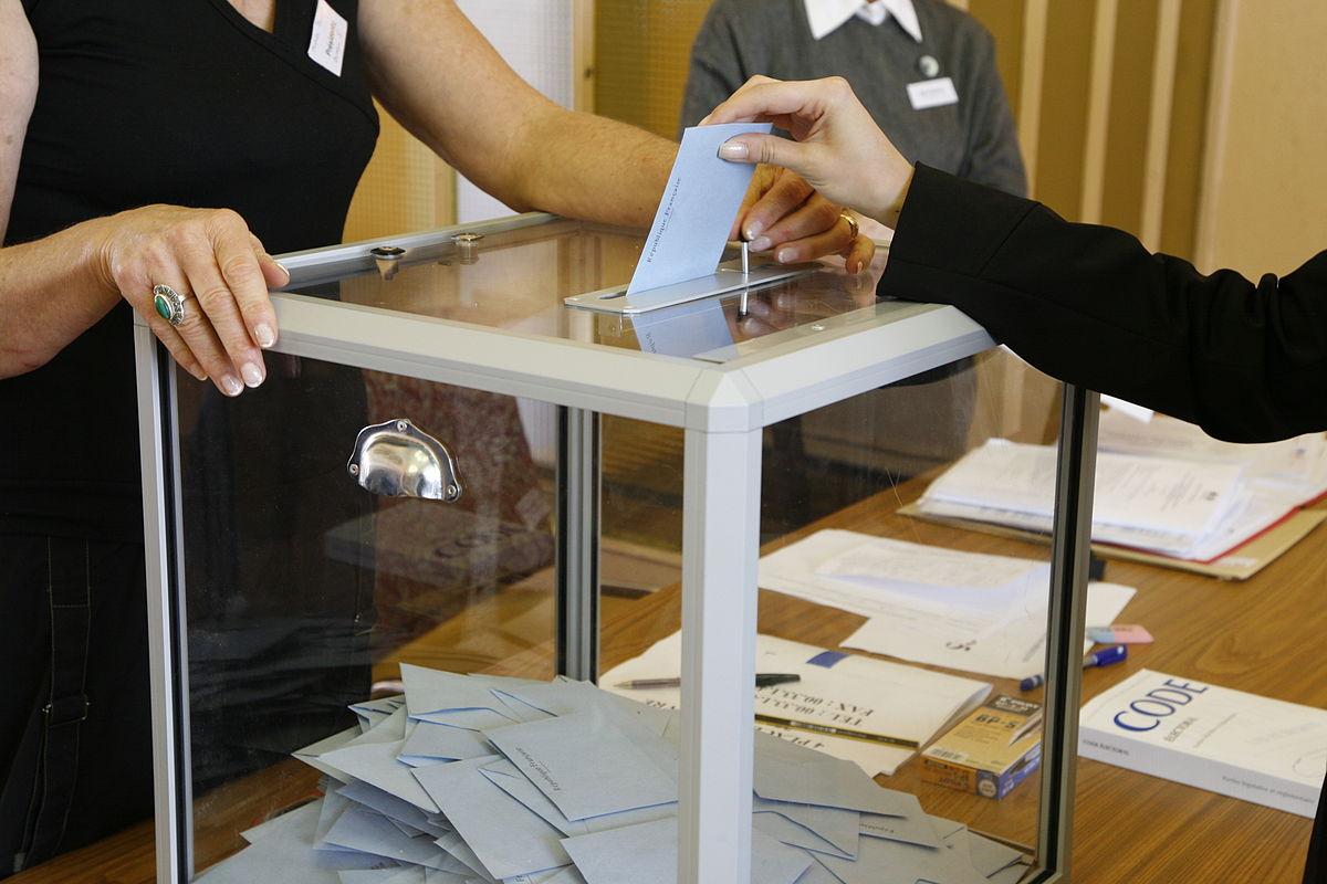 https://commons.wikimedia.org/wiki/File:Election_MG_3460.JPG?uselang=en-gb
