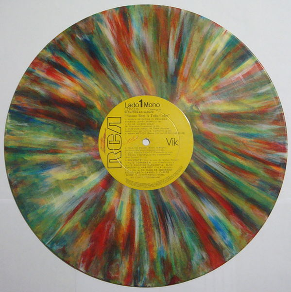 https://commons.wikimedia.org/wiki/File:Disco_de_vinilo_-_A_todo_color.jpg