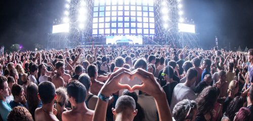 https://commons.wikimedia.org/wiki/File:Electrobeach_Music_Festival_2013.jpg