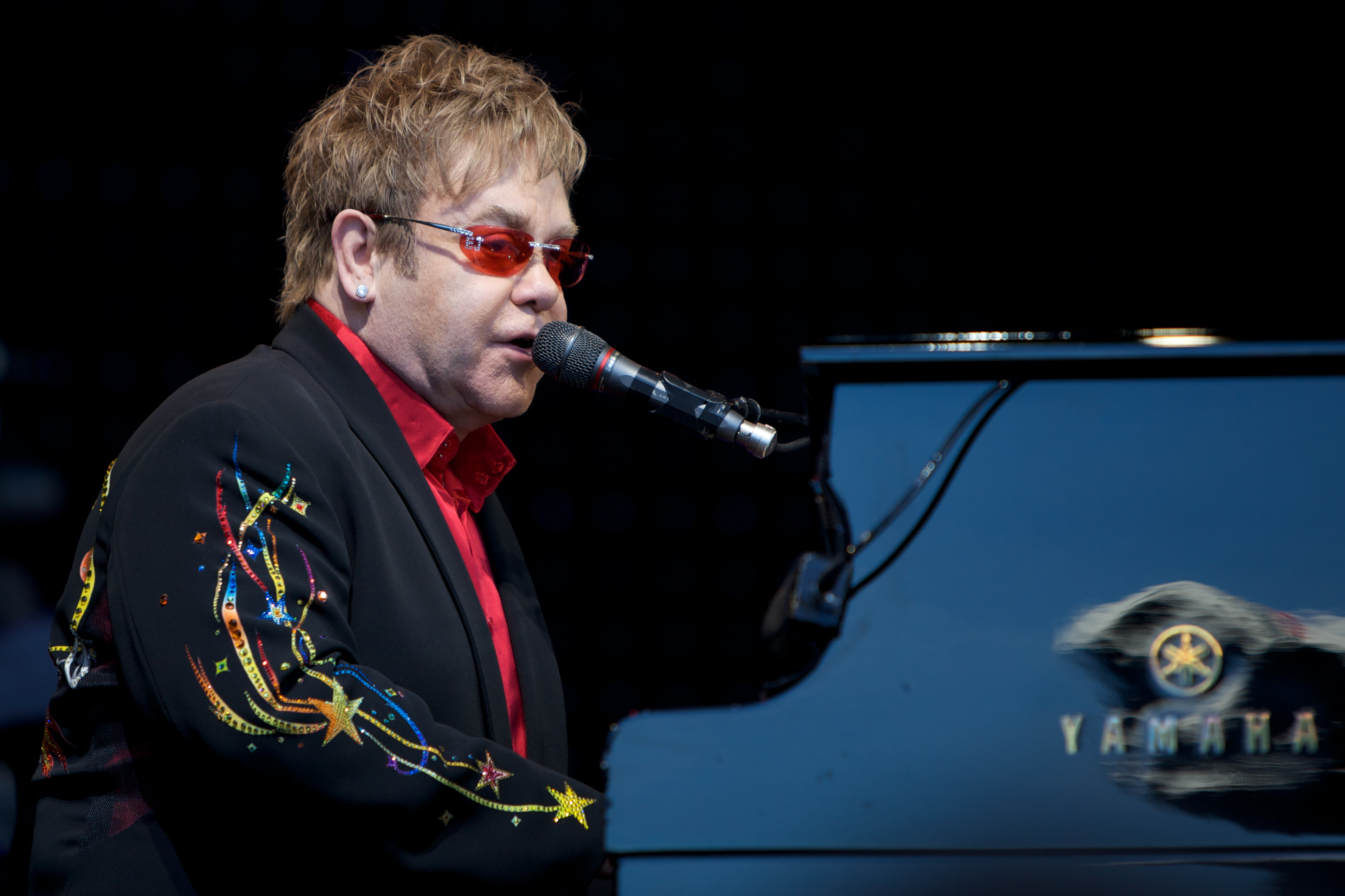 Elton John Christmas Song.Your Song New Christmas Hit The Bubble
