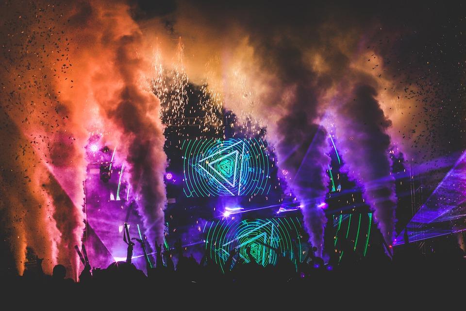 https://pixabay.com/en/festival-music-festival-dance-edm-3466251/
